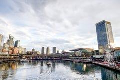 СИДНЕЙ, АВСТРАЛИЯ - 9-ое октября 2017: Districtl дела Сиднея центральное от бесстрашной гавани 9-ое октября 2017 в Сиднее Стоковое фото RF