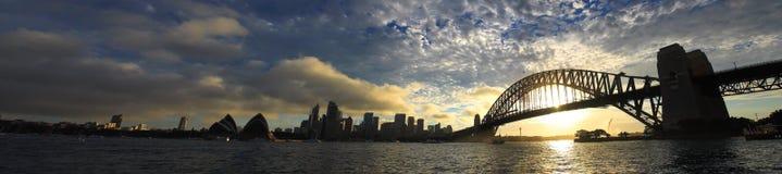 СИДНЕЙ, NSW/AUSTRALIAER: Взгляд панорамы гавани Сидней. Стоковая Фотография RF