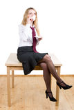 сидя женщина таблицы Стоковые Изображения RF