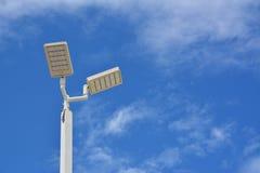 СИД уличного фонаря с солнечной энергией стоковая фотография