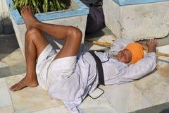 Сикхский человек в Индии спать на том основании Стоковая Фотография RF