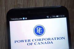 Сила Корпорация логотипа Канады показала на современном смартфоне стоковые изображения