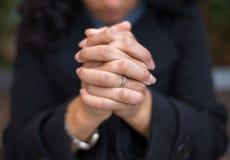 Сила молитвы в саде молитве стоковые изображения rf