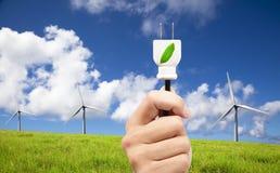 сила штепсельной вилки владением руки eco Стоковая Фотография