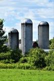 3 силосохранилища расположенного в Franklin County, Нью-Йорке, Соединенных Штатах, США стоковые фото