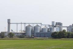 силосохранилища фабрики и хранения корма для животных Стоковые Фотографии RF
