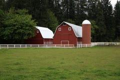 силосохранилище красного цвета амбара Стоковые Фото