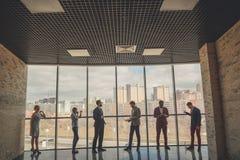 Силуэты бизнесменов в конференц-зале Стоковое Изображение RF