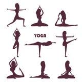 Силуэты женщины тренировок и раздумья йоги иллюстрация вектора