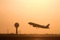 Силуэт авиалайнера двигателя в полете Стоковые Фотографии RF