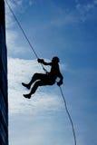 Силуэт альпиниста стены Стоковая Фотография RF