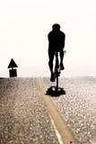 силуэт всадника велосипеда Стоковые Изображения