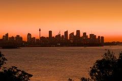 Силуэт горизонта Сиднея на сумраке Стоковое Изображение
