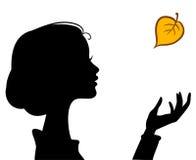 Силуэт девушки красотки с листьями Стоковые Изображения