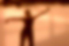 силуэт девушки танцы стоковая фотография rf
