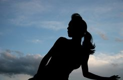 Силуэт женщины стоковое фото