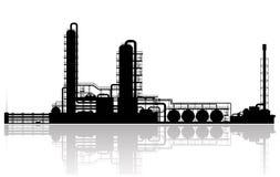 Силуэт завода нефтеперерабатывающего предприятия Стоковое Фото