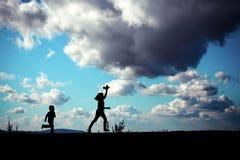 Силуэт играть детей Стоковое Изображение RF