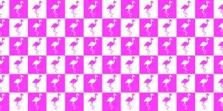 Силуэт картины фламинго геометрической безшовной Силуэт фламинго в розовых и белых квадратах бесплатная иллюстрация