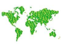 Силуэт карты мира созданный от монеток с зелеными знаками доллара Стоковая Фотография RF