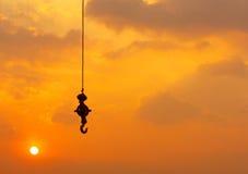 Силуэт крана на заходе солнца Стоковое Фото