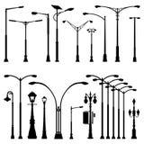 Силуэт лампы столба поляка улицы - античное современное и изменения иллюстрация вектора