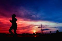 Силуэт людей jogging Стоковые Фотографии RF