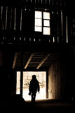 силуэт мальчика амбара Стоковые Фото