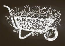 Силуэт мела кургана с листьями и цветками и литерностью - засадить сад верить внутри завтра на доске мела иллюстрация вектора