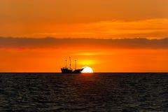 Силуэт пирата корабля Стоковая Фотография