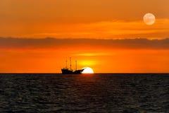 Силуэт пирата корабля Стоковое Изображение