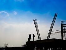 Силуэт рабочий-строителей стоковое изображение rf
