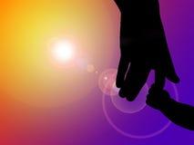 силуэт руки отца младенца Стоковые Фото
