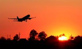 силуэт самолета стоковые изображения rf