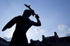 Силуэт статуи Mermaid в oldtown Варшава стоковая фотография