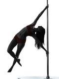 Силуэт танцора полюса женщины Стоковая Фотография