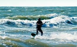 силуэт kitesurfer стоковая фотография