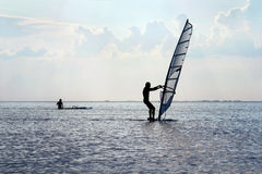 Силуэт windsurfer стоковое фото rf