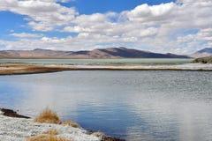 Сильно соляной Nak Ruldan озера в Тибете, Китае стоковые фотографии rf