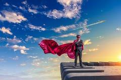 Сильный и мощный как супергерой Мультимедиа Стоковое Изображение