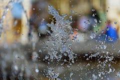 Сильный поток воды фонтана Выплеск воды в фонтане Стоковое Фото