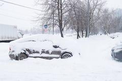 Сильный снегопад в улицах Москвы Стоковые Изображения RF