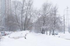 Сильный снегопад в улицах Москвы Стоковые Фотографии RF