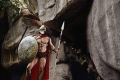 Сильный человек в обмундировании гладиатора Стоковые Фотографии RF