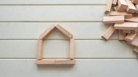 Символ дома с деревянным блоком Стоковая Фотография RF