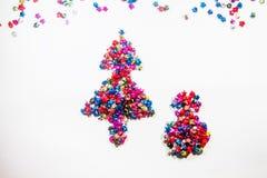 Символ рождества сделанный из бумажных звезд на белой предпосылке Стоковое фото RF