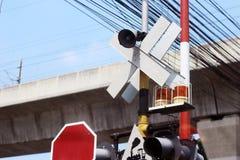 Символ сигнала тревоги знаков железнодорожный стоковые фотографии rf