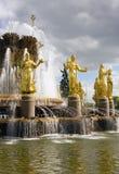 Символ дружбы народов фонтана Москвы VDNH Стоковое Изображение RF