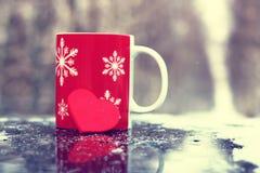 Символ сердца влюбленности и точности воспроизведения красного формирует как подарок на день валентинки Стоковая Фотография