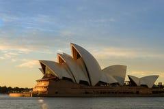 символ Сиднея оперы дома города Стоковые Изображения